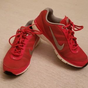 Woman's sz 6 Red and Grey Nike Total Core Tr